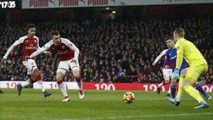 Ramsey, trigoleador ante el Everton, en el momento de hacer el primer tanto del Arsenal