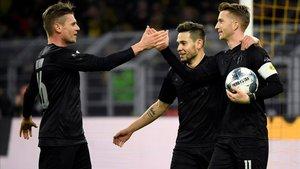 Reus celebrando uno de los dos goles