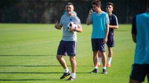 El técnico García Pimienta durante la sesión de entrenamiento de este viernes