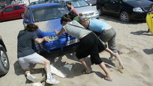 Cuidado con aparcar el coche en zonas de playa