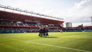 La afición arropa a las jugadoras en el Estadi Johan Cruyff