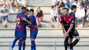 Ansu Fati celebra con sus compañeros uno de sus goles ante el Santfeliuenc