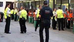 El Barça y los Mossos mantienen a los ultras alejados del Camp Nou