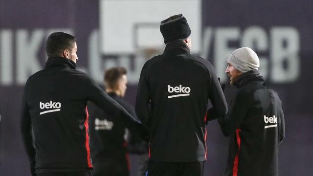Dembélé, Rafinha, Mascherano e Iniesta se ejercitan con el grupo