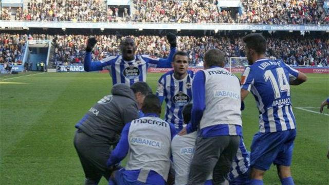 El Deportivo sale del descenso tras ganar al líder Cádiz
