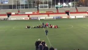 Indignación en Terrassa: así protestaron las futbolistas tras mandarles a fregar