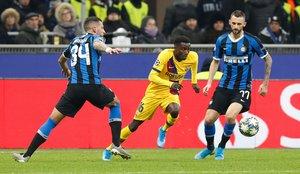 Las mejores imágenes del partido entre el Inter de Milán y el FC Barcelona del grupo F de la Champions League disputado en el estadio Giuseppe Meazza en Milán.