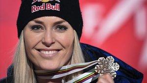 Lindsey Vonn muestra su medalla