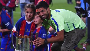 Luis Suárez recibió la visita de su hijo