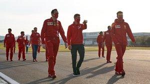Mick Schumacher, preparando el test de Fiorano con los ingenieros de Ferrari