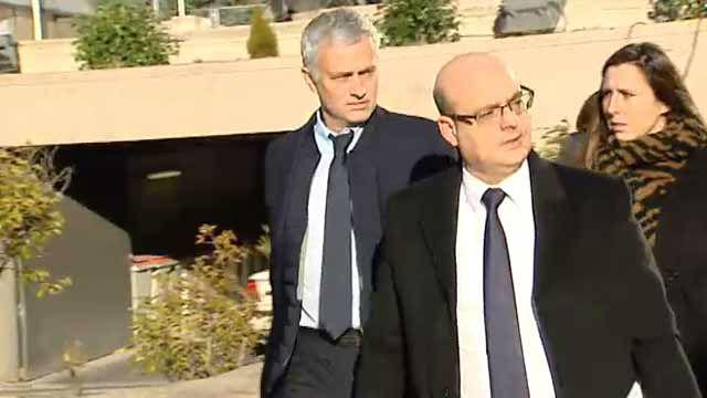 Mourinho sale de la Audiencia Provincial tras ser condenado a un año de cárcel y 2,2 millones de multa