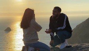 La romántica pedida de mano de Borja Iglesias a su pareja en un paisaje idílico