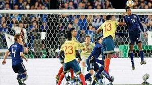 Yerry MIna fue titular contra Japón y también ante Corea del Sur, pero se lesionó