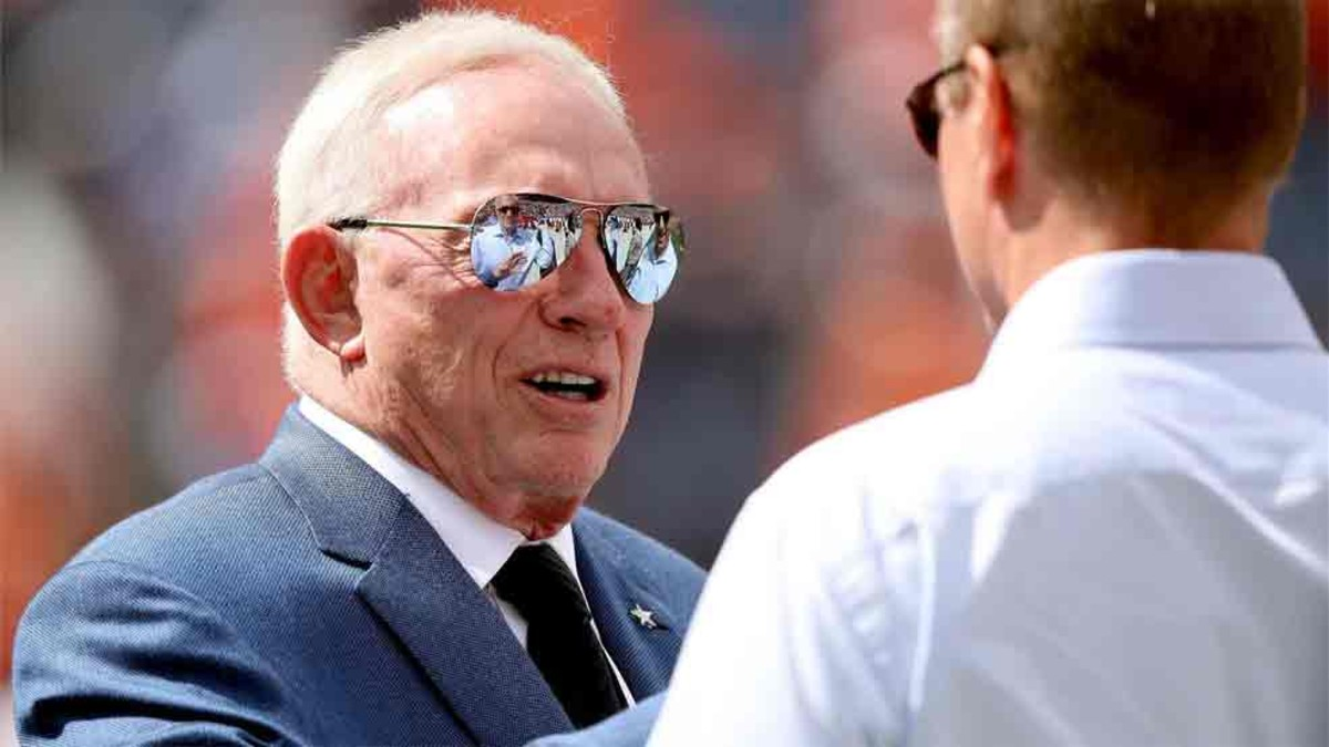 Jerry Jones, de los Dallas Cowboys, amenaza a los jugadores rebeldes