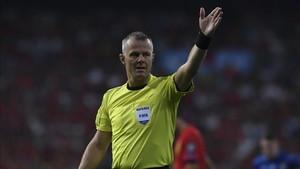 El árbitro Bjorn Kuipers dirigiendo un España-Italia en eliminatorias mundialistas