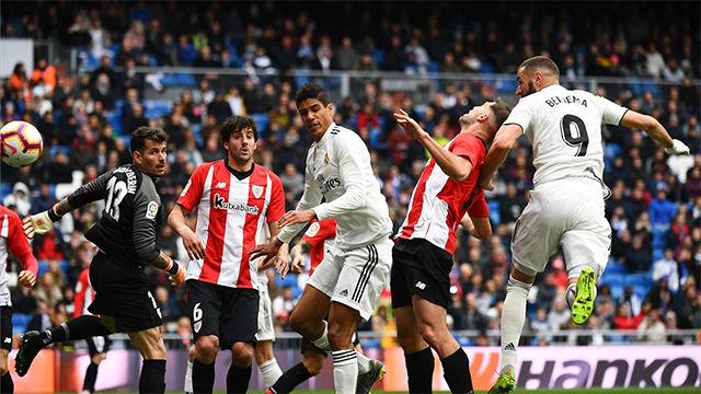 Benzema aprovechó un grave error de Herrerín para sentenciar el partido