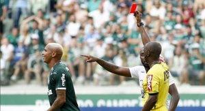 Deyverson fue expulsado en la derrota de su equipo en el clásico paulista