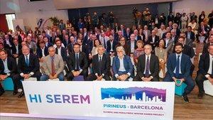 Foto de familia del acto de apoyo a la candidatura olimpica Pirineos-Barcelona 2030