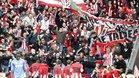 Jugadores del Athletic celebrando un gol con la afición de San Mamés