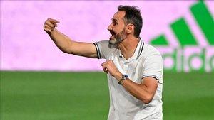 La llegada de Vicente Moreno tendrá que esperar unos días más.