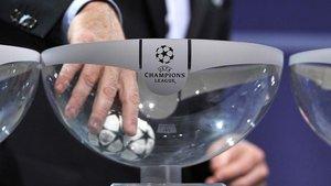 Los amantes del fútbol esperan la Champions League con mucho entusiasmo | La Vanguardia