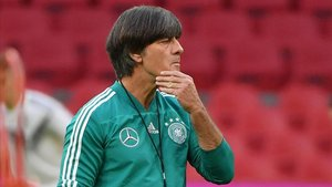 Löw empieza con la renovación después de un primer tiempo muy bueno ante Francia