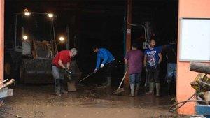 Nadal ayudando con las tareas de limpieza en Sant Llorenç