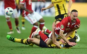 Ribéry mereció la expulsión en la primera mitad de una final muy intensa