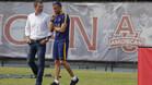 Robert Fernández y Luis Enrique Martínez, secretario técnico y entrenador del FC barcelona, respectivamente, charlan durante la pretemporada 2015/16