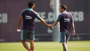 Suárez y Messi, durante la última sesión