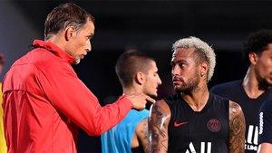Thomas Tuchel y Neymar Junior durante un entrenamiento del PSG