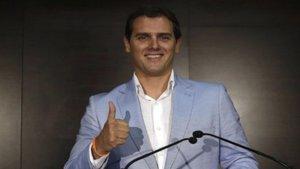 TVE se disculpa en directo por pixelar a Albert Rivera