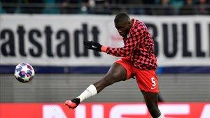 Upamecano quiere acabar su relación con el Leipzig e irse a un equipo grande