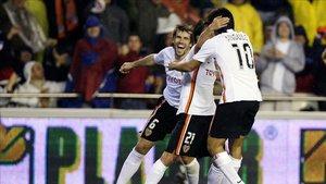 El Valencia ganó al Barça con goles de Angulo y David Silva