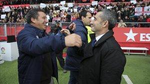 Valverde saluda a Eusbio antes del partido en Girona