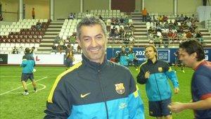 Vitor Baía jugando con los veteranos del Barça