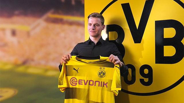 El Borussia Dortmund ha presentado a Sergio Gómez