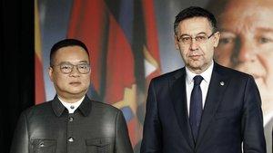 Chen Yansheng y Josep Maria Bartomeu en el Espai Memorial de Núñez