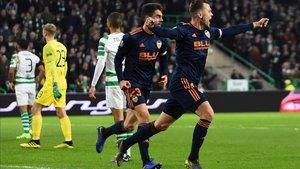 Cheryshev y Rubén Sobrino celebran el primer tanto del Valencia