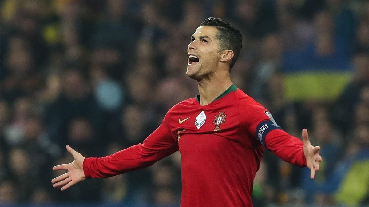 Cristiano hace historia: la clava por la escuadra...¡para su gol 100 con Portugal!
