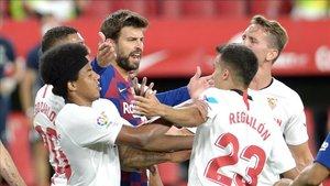 Gerard Piqué acabó muy enfaddo tras el empate del FC Barcelona en Sevilla