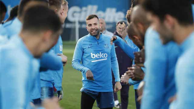 Jordi Alba no se libra de las collejas tras la renovación