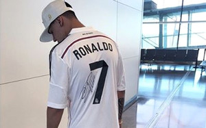 Kevin Roldán posó con la camiseta de Cristiano Ronaldo