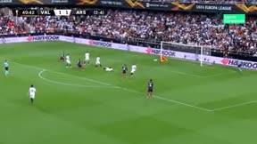 Lacazette vuelve a castigar al Valencia en Mestalla