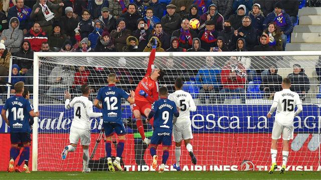 Las paradas de Courtois que salvaron al Madrid en Huesca