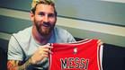 Leo Messi luce la nueva camiseta