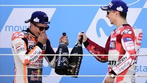 Márquez y Lorenzo compartirán box los dos próximos años