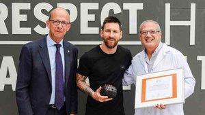 Messi con el Balón Educativo de Scholas Occurrentes
