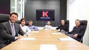 Piqué, presidiendo una reunión en la sede de Kerad en Sant Just Desvern