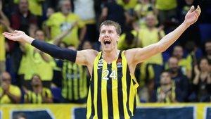 ¿Seguirá Vesely en el Fenerbahçe o acabará recalando en el Palau?
